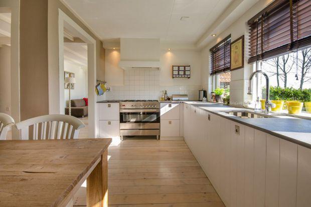 Podłoga w kuchni: drewno i wykładzina