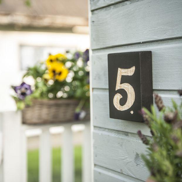 Tabliczka z numerem domu: zrób ją sam!