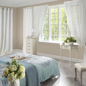 Rolety i zasłony: sposób na dekorację okna. Fot. Eurofirany