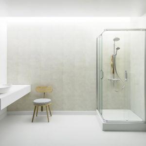 Kerradeco jest wodoodporne, dzięki czemu z powodzeniem może stanowić wykończenie ściany pod prysznicem, a także nad wanną i wokół umywalki. Fot. Vox