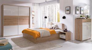 Meble na wysoki połysk mają wiele zalet. Pięknie prezentują się w każdym wnętrzu, również w sypialni.