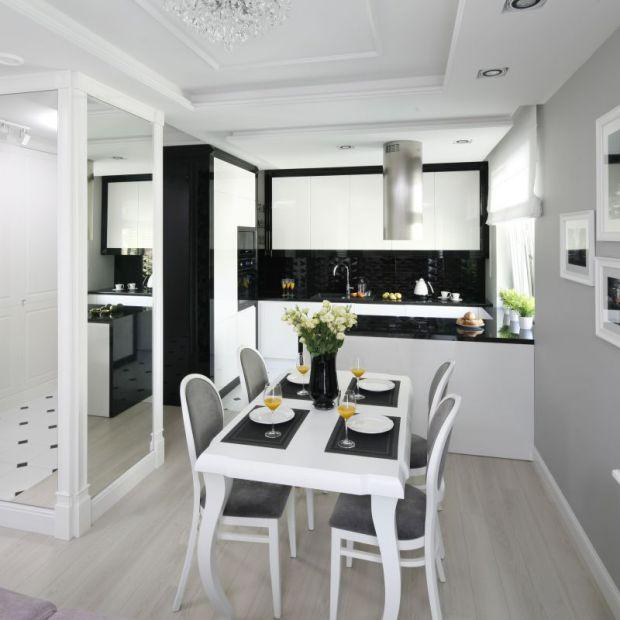 Czarno-biała kuchnia: 12 pomysłów na aranżację