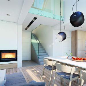 Na poddasze z antresolą prowadzą piękne schody. Projekt: Dom w amorfach. Fot. Archon +
