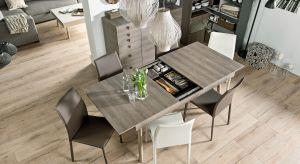 Stół to niezastąpiony towarzysz hucznych przyjęć w domu. Rozkładany model pozwoli zaprosić do wspólnego biesiadowania jeszcze więcej gości.