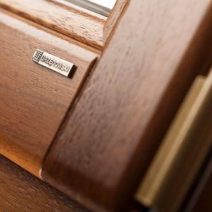 Okna drewniane: jak wybrać właściwy gatunek drewna. Fot. Urzędowski