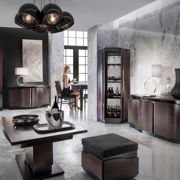 Pufy i stolik - atrakcyjny zestaw do salonu