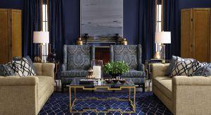 Bez względu na styl lub wielkość amerykańskiego domu lub apartamentu jedno jest niezmienne. To salon, prawdziwa kraina wypoczynku z obowiązkowymi wielkimi sofami, fotelami i kominkiem.