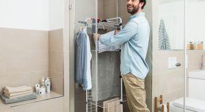 Gdy na dworze deszcz i coraz niższe temperatury, wyprane ubrania muszą schnąć w domu. Jak sprawić, by było to jak najmniej uciążliwe dla mieszkańców i nie groziło pojawieniem się pleśni w mieszkaniu?