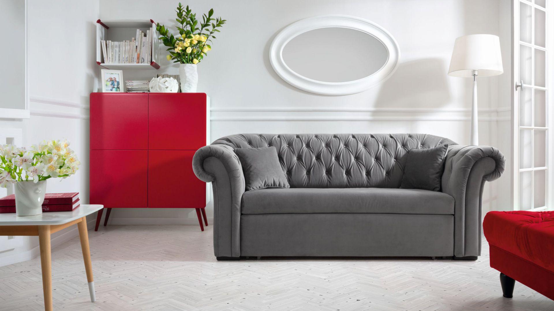 Stylowa i elegancja sofa Cupido z pikowanym oparciem oferuje funkcję spania i pojemnik na pościel. 2.599 zł. Fot. Black Red White