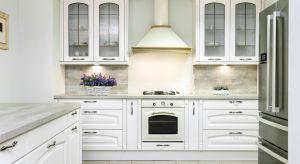 Myślisz o remoncie kuchni? Zarówno w przypadku zwykłego odświeżenia ścian, jak i generalnej przemiany, warto przygotować szczegółowy plan prac oraz oszacować koszty.