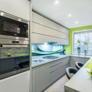 Biała kuchnia z kolorem. Fot. Studio Max Kuchnie/Bugla