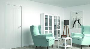 Drzwi SKANDIK wykonane są z tłoczeniem przywołując tym sam na myśl deski. Zabieg ten nadał unikatowy charakter drzwi, projektowanych w pomieszczeniach pełnych minimalizmu i prostoty. Produkt zgłoszony do konkursu Dobry Design 2018.