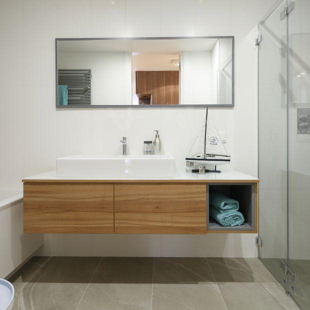 Piękna szara łazienka - gotowy projekt wnętrza