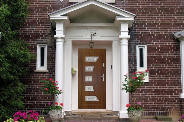 Otoczenie domu - stalowe drzwi zewnętrzne