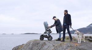Wózek Stokke® Trailz™ Nordic Blue Exclusive Edition łączy funkcjonalność, z niepowtarzalnym skandynawskim stylem.To doskonały wybór dla aktywnych rodzin, które lubią spędzać czas na świeżym powietrzu.