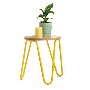 Stolik lub stołek z żółtymi nogami. Fot. Tchibo
