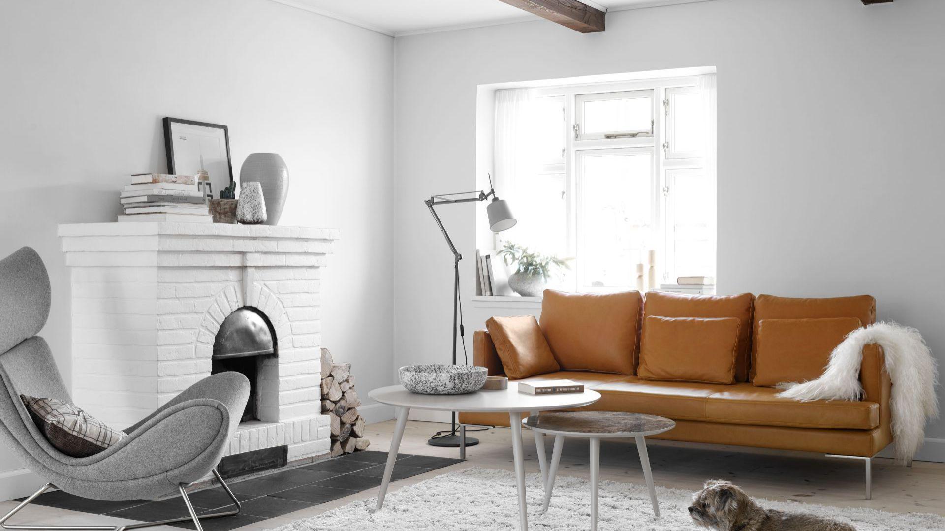 Sofa Istra w modnym rudym kolorze. Fot. BoConcept
