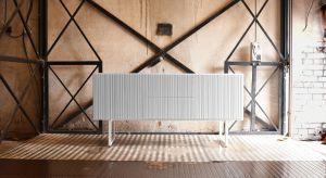 Komoda to mebel, który przydaje się w każdym wnętrzu. Oprócz funkcji praktycznych, może pełnić również rolę dekoracyjną.