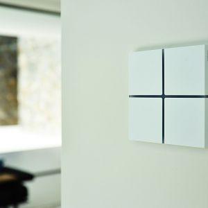Sentido to sensor do inteligentnego domu z systemem KNX. Pozwala sterować wszystkimi funkcjami w pomieszczeniu: oświetleniem roletami, klimatyzacją czy muzyką. Fot. Basalte