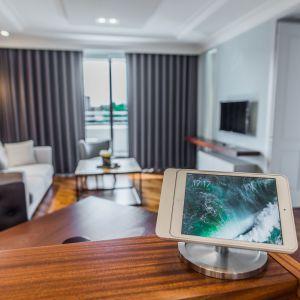 Ramka Eve stworzona z myślą o zarządzaniu domem z poziomu iPada. Fot. Basalte