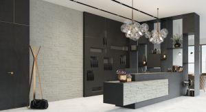 Kamień dekoracyjny na bazie gipsu. Przeznaczenie: powierzchnie ścienne wewnątrz pomieszczeń. Produkt zgłoszony do konkursu Dobry Design 2018.