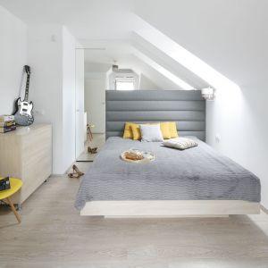 Sypialnia urządzona w nowoczesnym stylu. Projekt: Katarzyna Uszok. Fot. Bartosz Jarosz