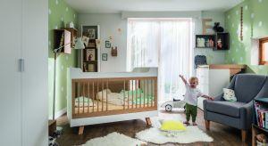 Łóżko niemowlęce, gdy przyjdzie na to pora, samodzielnie przebudujesz w tapczanik dla kilkulatka. Z pozostałych elementów złożysz biurko z praktycznymi szczebelkami na organizery. Produkt zgłoszony do konkursu Dobry Design 2018.