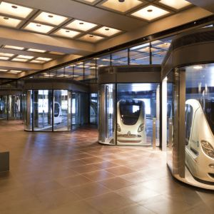 Sieć publicznego transportu PRT w Masdar City to autonomiczne wehikuły zasilane bateriami litowymi. Fot. materiały prasowe dewelopera