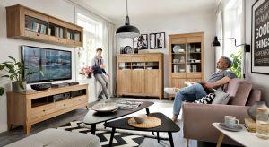 Nowy system meblowy utrzymany w ciepłym kolorze drewna modrzew sibiu złoty zachwyci miłośników ciepłych i eleganckich aranżacji.