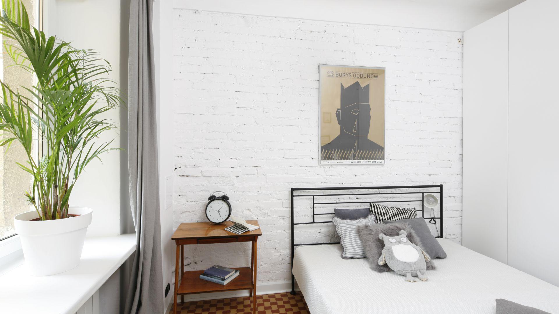 Przytulna sypialnia. Projekt: Ewelina Pik. Fot. Bartosz Jarosz