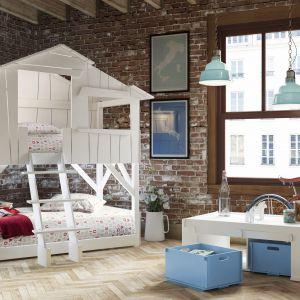 Łóżko, które wygląda jak domek na drzewie. To mebel, o jakim marzy chyba każde dziecko. Fot. Cuckooland