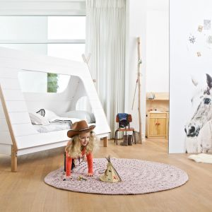 Łóżko Tipi jest idealne dla wodza wioski indiańskiej z wielkim pióropuszem. Zapewni odpowiedni wypoczynek, ale i przestrzeń do doskonałej zabawy. Fot. Seart