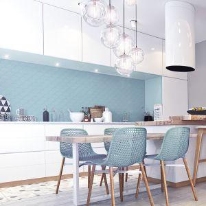 Aranżacja kuchni: ściana nad blatem. Mozaika Matte Blue. Fot. Raw Deco