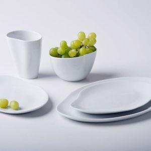 Kolekcja Craft wykonana z barwionej porcelany, łączy się subtelność i uczucie dotyku z ergonomią formy. To powrót do rękodzieła. Projekt: Marek Cecuła. Fot. Ćmielów Design Studio