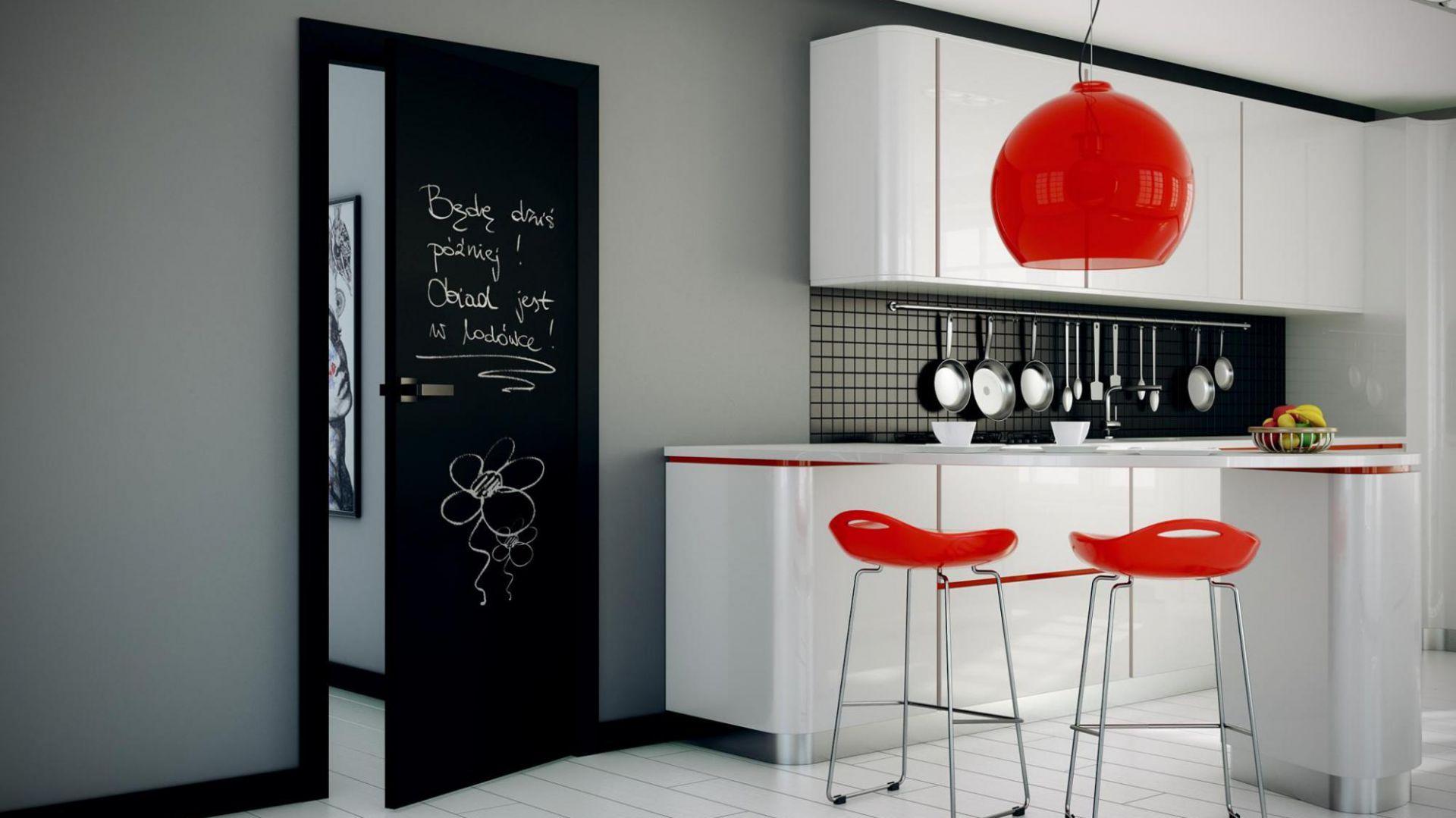 Aranżacja z drzwiami Płaskie malowane czarną farbą tablicową. Fot. Inter Door