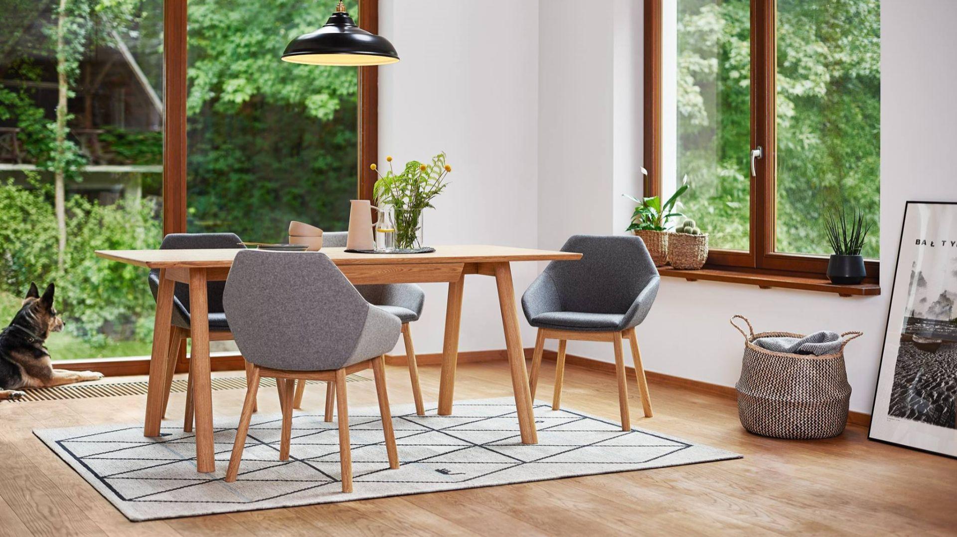 Krzesło Tuk i stół April stół dla Paged. Projekt: Studio Szpunar. Fot. Paged