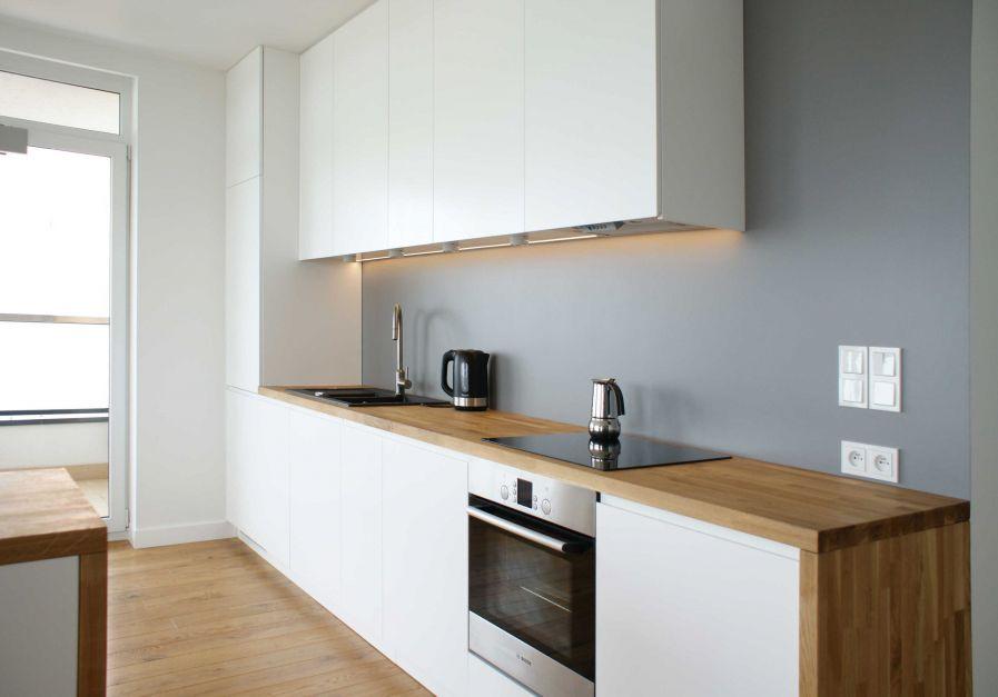 Realizacja Architekta Biała Kuchnia Z Drewnianym Blatem