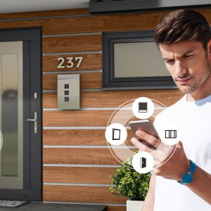 Drzwi Drutex można otwierać i zamykać poprzez czytnik linii papilarnych, klawiaturę kodową, Bluetooth & Code i telefonem komórkowym oraz karty i breloki. Fot. Drutex