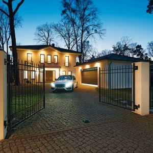 Drzwi i bramy wjazdowe wyposażone w system bezprzewodowego otwierania to komfort i bezpieczeństw. Fot. Hörmann