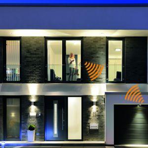 System dwukierunkowego sterowania radiowego BiSecur Hörmann pozwala sterować za pomocą pilota napędami do bram garażowych, wjazdowych, do drzwi wejściowych i wewnętrznych producenta. Fot. Hörmann
