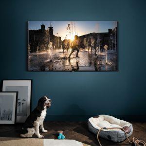 Telewizor Samsung QLED z serii Q7 wyświetla obraz o optymalnej jakości i wyraźnym kontraście zarówno w dzień, jak i wieczorem. Fot. Samsung