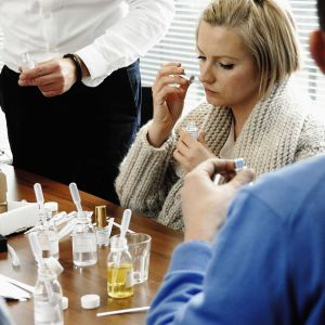 Dorota Szelągowska testująca zapachy. Fot. Home&You