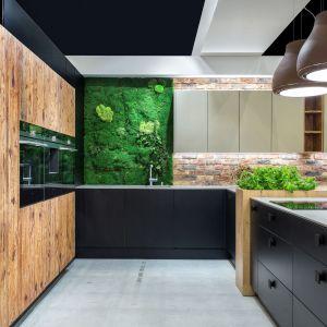 Nowoczesna kuchnia: ściana nad blatem. Fot. Studio Max Kuchnie