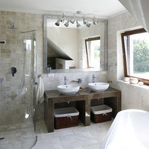Prysznic w  łazience. Projekt: Beata Ignasik. Fot. Bartosz Jarosz