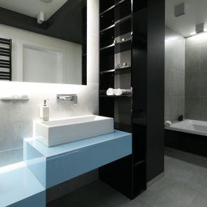 Oświetlenie w łazience. Projekt: Maria Biegańska, Ewelina Pik. Fot. Bartosz Jarosz