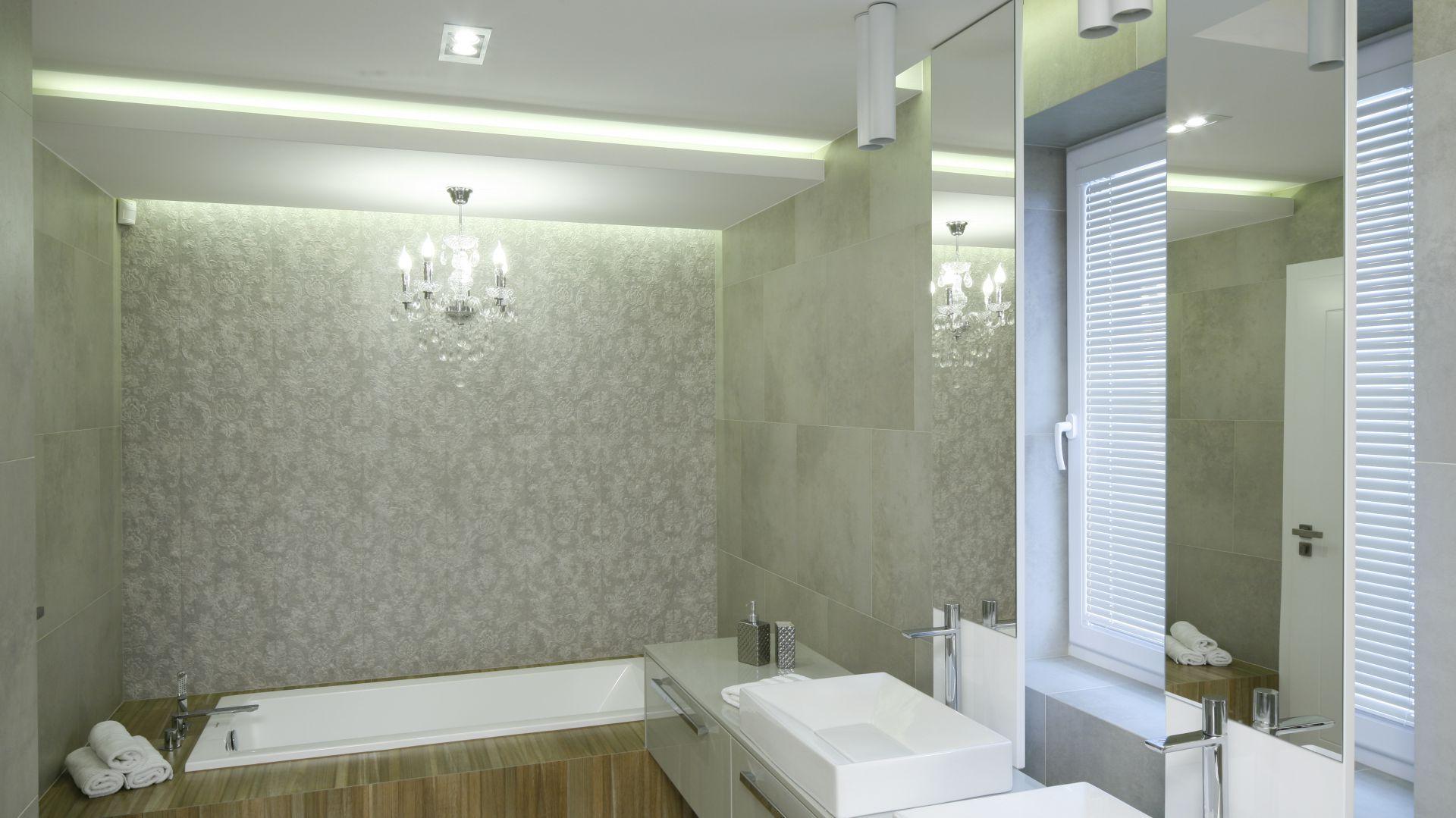Oświetlenie w łazience. Projekt: Dominik Respondek. Fot. Bartosz Jarosz