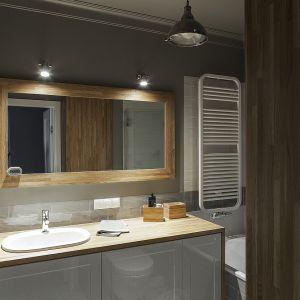 Oświetlenie w łazience. Projekt: Anna Nowak-Paziewska, MAFgroup. Fot. Emi Karpowicz