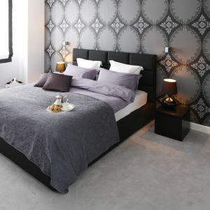 Aranżacja sypialni: ściana za łóżkiem. Projekt: Magdalena Smyk. Fot. Bartosz Jarosz