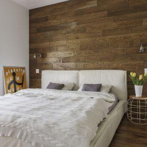 Aranżacja sypialni: ściana za łóżkiem. Projekt: Anna Nowak-Paziewska. Fot. Emi Karpowicz