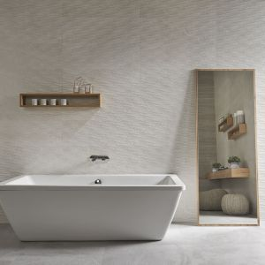 Nowoczesna łazienka: szare płytki ceramiczne. Fot. Casainfinita